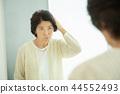 年長 成熟的女人 一個年輕成年女性 44552493