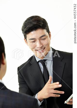 한국인,남자,비지니스,정장 44557432