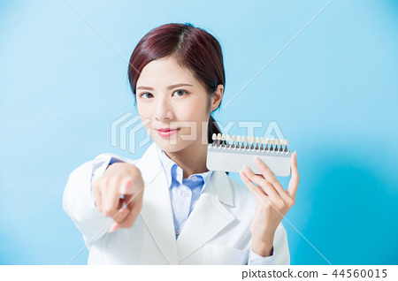 dentist take tooth whitening tool 44560015