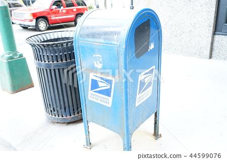"Trash box ""American Chicago"" of stylish street corner 44599076"