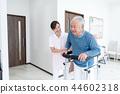 수석 남성 환자, 간병인 재활 44602318