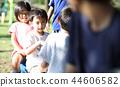 เด็ก ๆ เล่นในสวนสาธารณะ 44606582