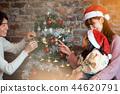 家庭享受圣诞节 44620791