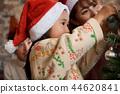 家庭享受聖誕節 44620841