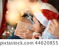 家庭享受聖誕節 44620855