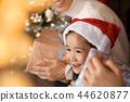 家庭享受聖誕節 44620877