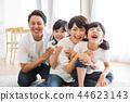家庭父母和孩子家庭女孩 44623143