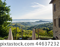 Misty rolling hills in Tuscany, Italy 44637232