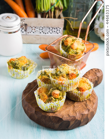 Healthy vegetable muffins with carrot and broccoli 44663375