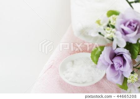 Baking soda and pink towel 44665208