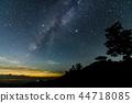 언덕에서 보이는 여름의 대 삼각형과 은하수 44718085
