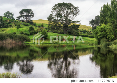 hobbiton movie set 44729813
