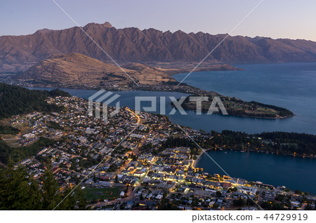 queenstown sunset 44729919