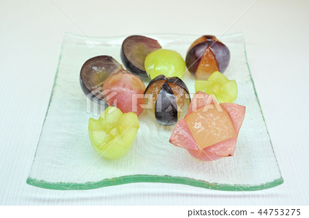 Cut fruits 44753275