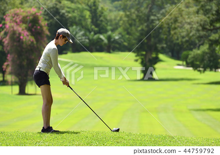 Asian woman playing golf  44759792