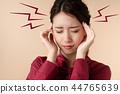 두통의 여성 44765639