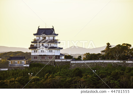 Hirado Castle dyed in the morning glow 44781555