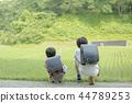 小学生在上学的路上 44789253