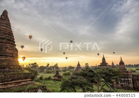 바간의 아침과 불교 유적이있는 풍경 44808515