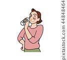 與玻璃的妻子飲用水 44848464