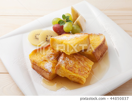 Breakfast at French toast 44850837