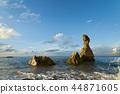 파란 하늘과 뭉게 구름, 푸른 바다, 바위 44871605