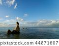 파란 하늘과 뭉게 구름, 푸른 바다, 바위 44871607