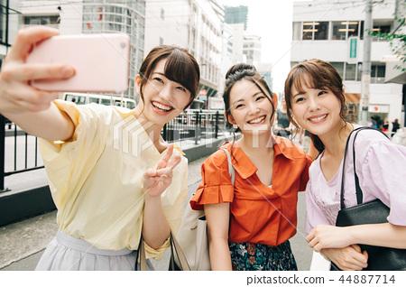 年輕的日本女人自拍照 44887714