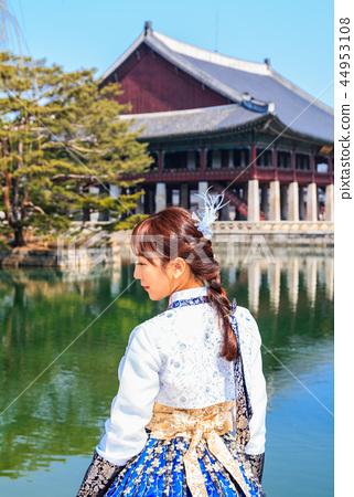 경복궁 경회루 한복을 입은 여성의 뒷모습 44953108