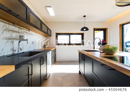 고급스러운 가정집 현대식 주방 45004676