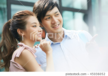 Couple dating shopping 45036052