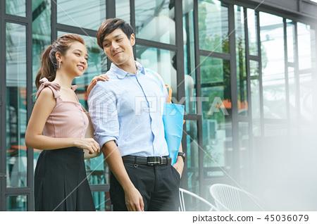 情侶約會購物 45036079