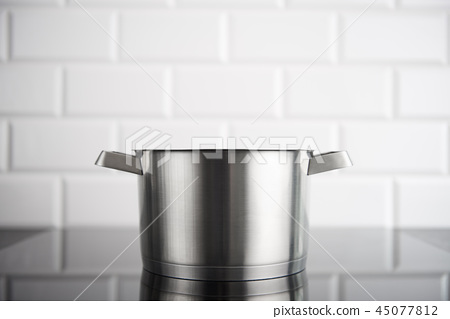 Stainless steel pot on the induction stove 45077812