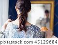 女人换衣服镜子匹配 45129684