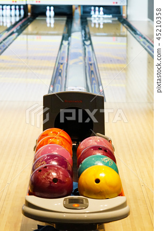 Image of bowling alley 45210358
