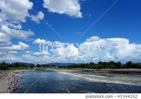 從渡月橋日本京都嵐山的日本京都嵐山桂川景觀 45344282