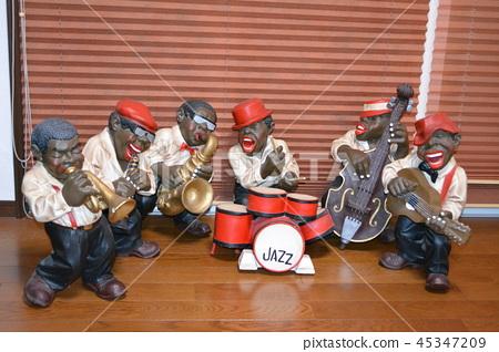 재즈 밴드 인형이 연주에 온 45347209