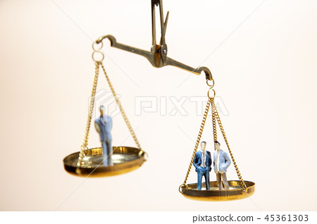 Balance between boss and employee on gold scale 45361303