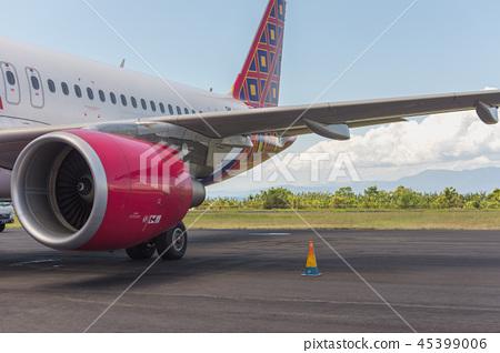 飞机场的客机 45399006