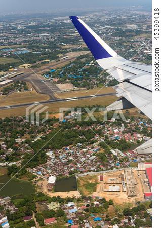 從飛機舷窗拍攝的機翼 45399418