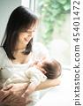 抱著嬰兒的女人 45401472