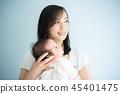 抱著嬰兒的女人 45401475