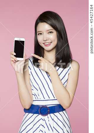 beautiful young woman announcing, shouting, speaking concept photo. attractive young woman isolated. 093 45427164