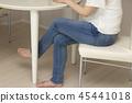 다리를 짜는 여성 45441018