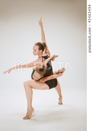 The two modern ballet dancers 45483494