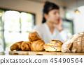 放松在咖啡馆的妇女 45490564