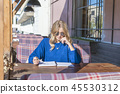 woman with notebook and pen 45530312