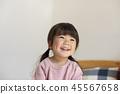 여자 아이 미소 45567658
