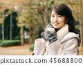 코트를 입은 일본인 여성 핫 커피 45688800
