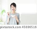 โยเกิร์ตอาหารผู้หญิงที่พักอาศัยอาหารเช้าหญิงสาว 45696516